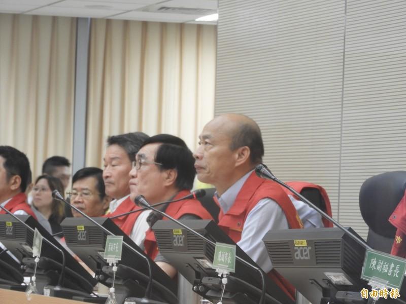 韓國瑜主持颱風災害應變中心會議。(記者葛祐豪攝)