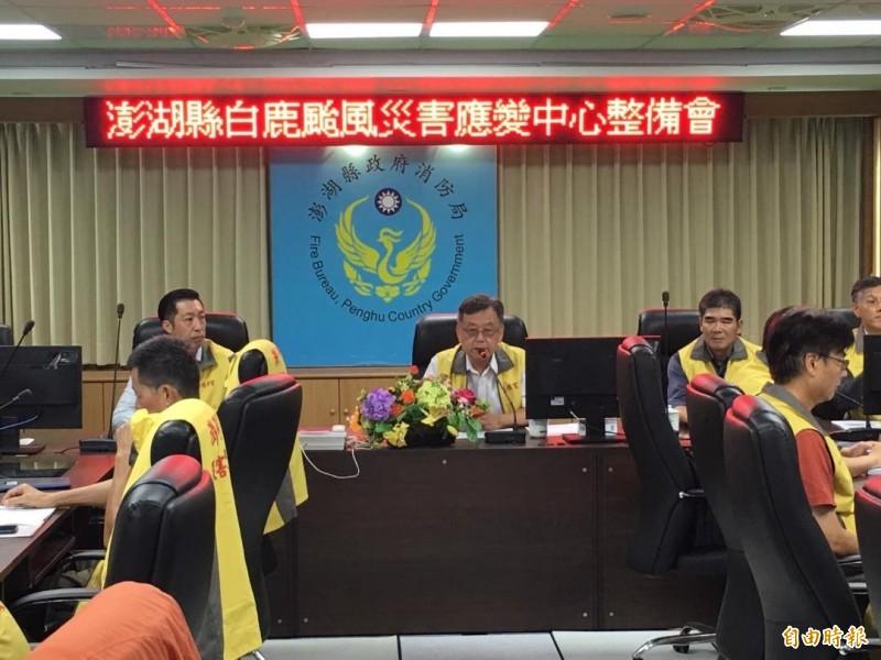 遭行政院長蘇貞昌點名聯繫不到的澎湖縣長賴峰偉,後來也現身在白鹿颱風整備會議。(記者劉禹慶攝)