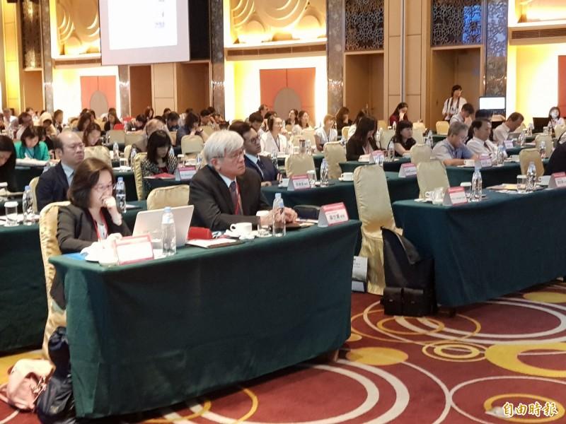 陽明大學附設醫院國籍研討會今天登場,探討「新藥對於乳癌復發治療的影響」。(記者游明金攝)