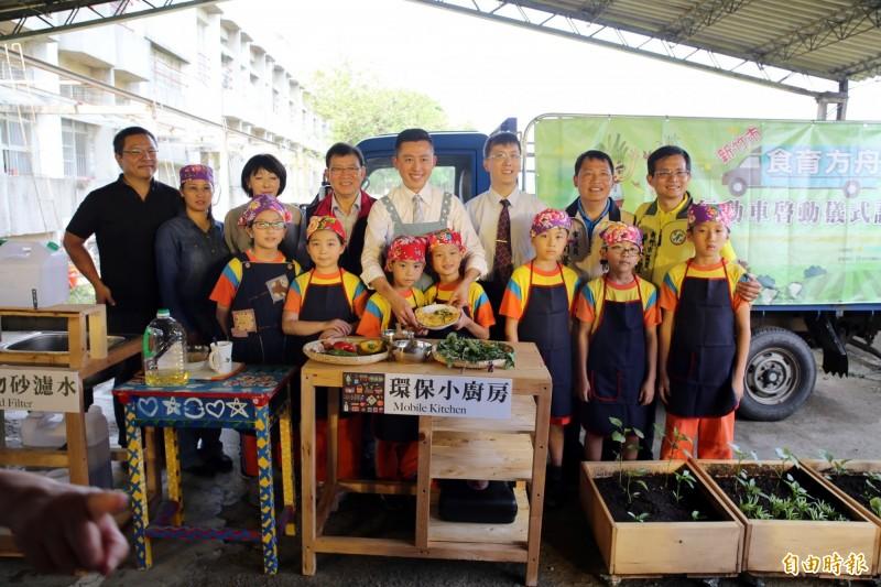 新竹市水源國小雖不大,有如隱身在都市的田園小學,學生卻快樂學習,包括推動食農教育等,都讓孩子們開心快樂學習。(記者洪美秀攝)