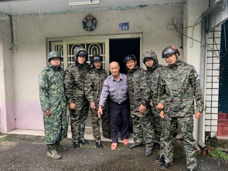 「白鹿」颱風來襲將對南部地區構成威脅,國軍第四作戰區實施居民預防性撤離。(國軍第四作戰區提供)