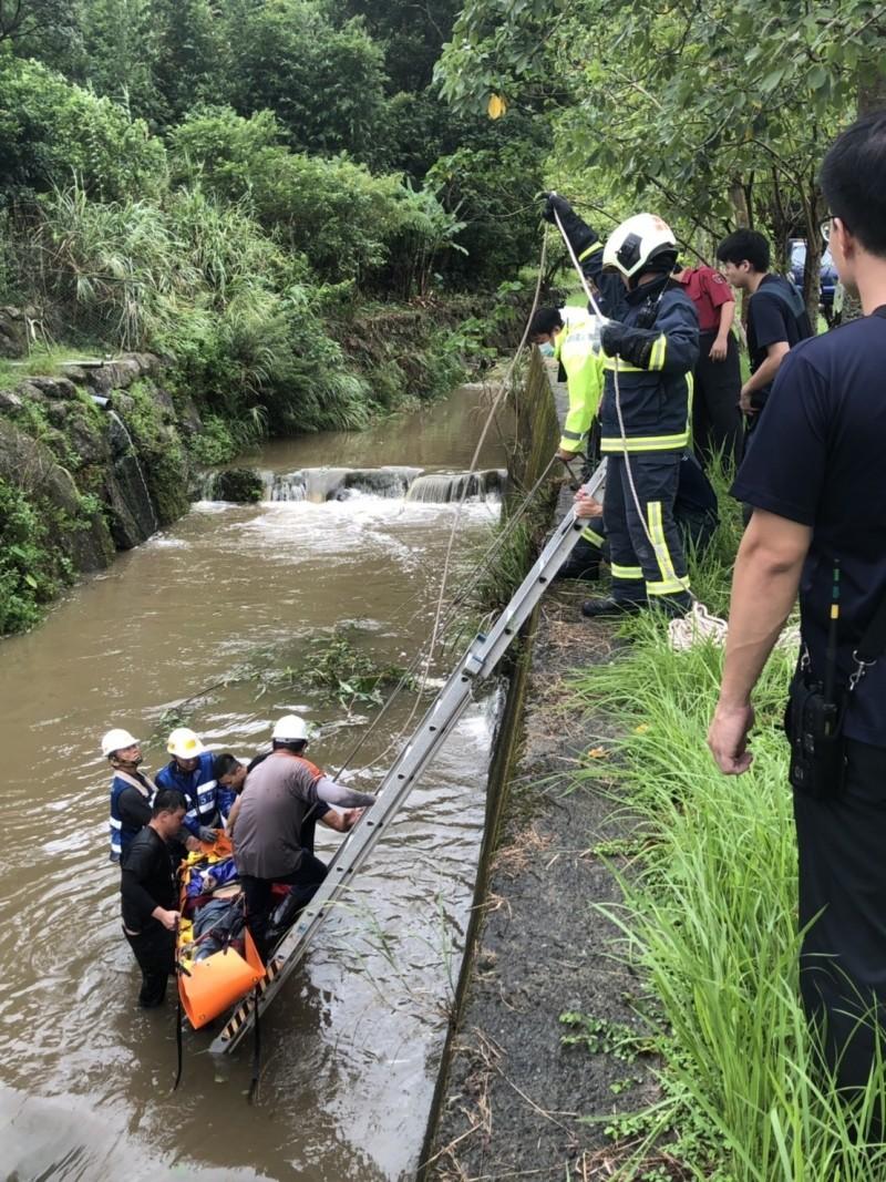 北市南港工人施工掉落排水溝 命危送醫搶救