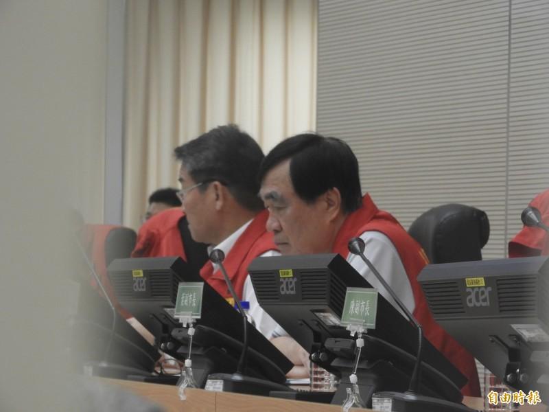 颱風應變中心第三次工作會議,由李四川(右)主持,韓國瑜未現身。(記者葛祐豪攝)