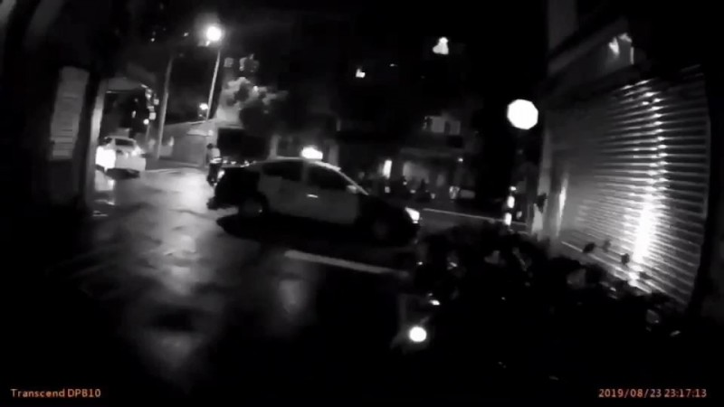 北市木柵深夜打群架還駕車撞警 警開1槍仍逃逸