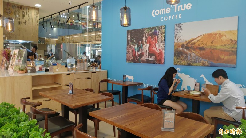 成真咖啡台中新時代店空間舒適。(記者張菁雅攝)