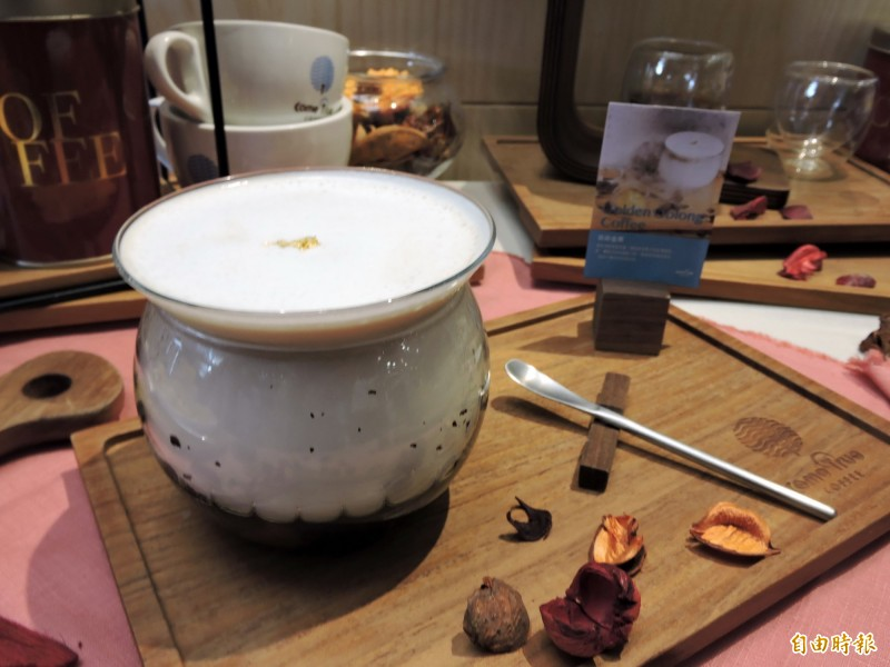 茶染金栗以烏龍茶及栗子調和出驚豔的口味。(記者張菁雅攝)