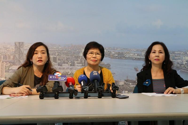 高雄市政府今天下午由環保、法制、及新聞局共同召開記者會。(記者蔡清華翻攝)