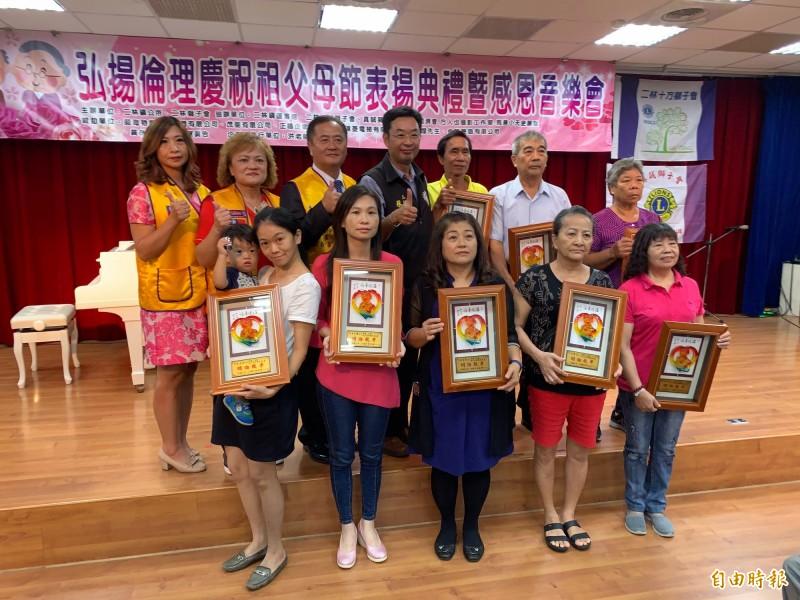 二林鎮公所指出,獲選的優秀祖父母中,有一半來自隔代教養家庭。(記者陳冠備攝)
