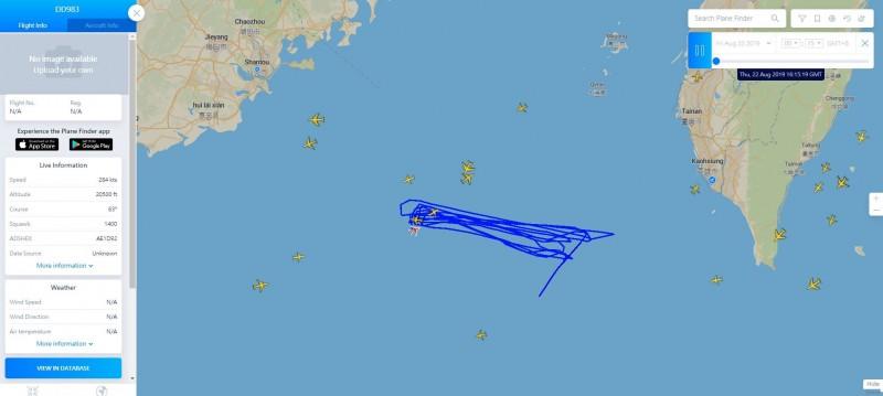 美軍呼號DD983的P-3「獵戶座」反潛機23日凌晨出現在屏東外海掛電碼1400從南邊上來。(圖擷取自Plane Finder)