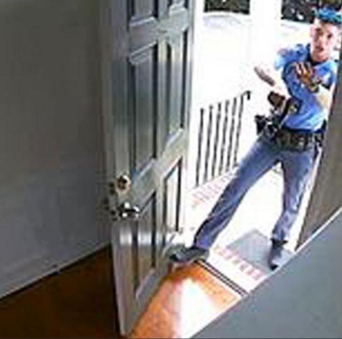 美國一名黑人的住處防盜警報器誤響,警方趕來後竟不由分說地將其逮捕。(圖擷自@cahulaan推特)