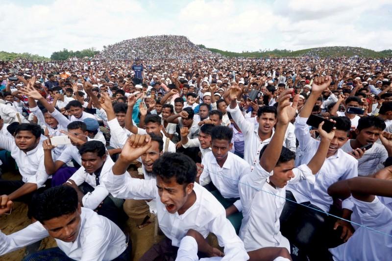 羅興亞人2年前的今日遭緬甸軍方血腥鎮壓後,約75萬人被迫離開緬甸原鄉若開邦(Rakhine),逃至孟加拉(Bangladesh)避難。(路透)
