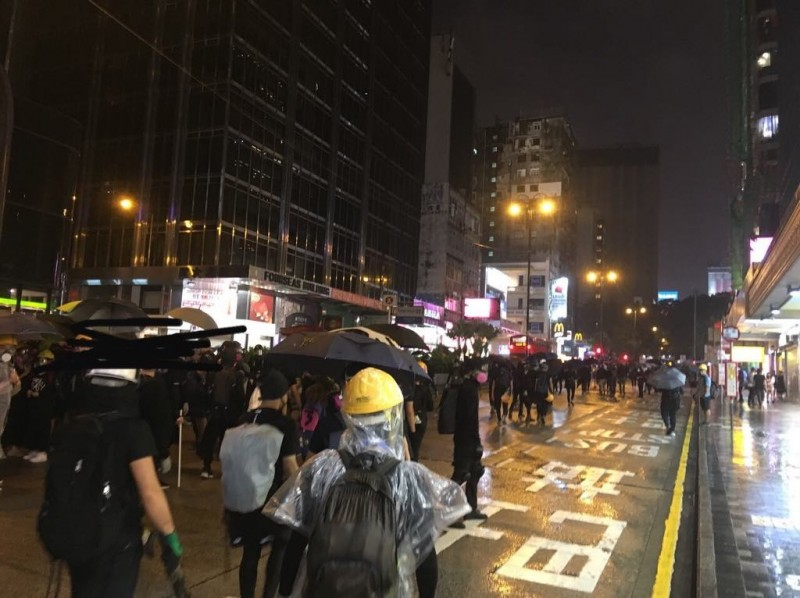 示威者抵達尖沙嘴。(圖擷取自TG_反送中已核實資訊頻道)