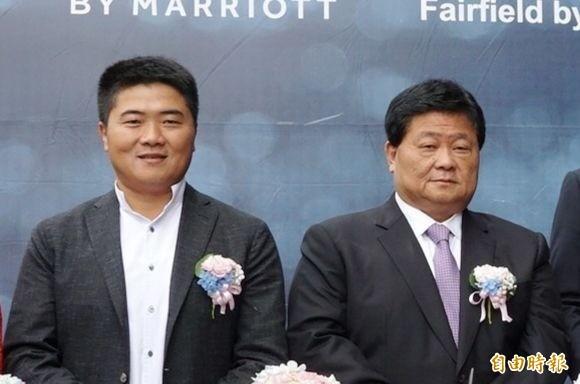 陳柏惟透露,顏清標(右)第一次見到他就說「選舉是選舉、飯要先吃飽」。左為顏寬恒。(資料照)