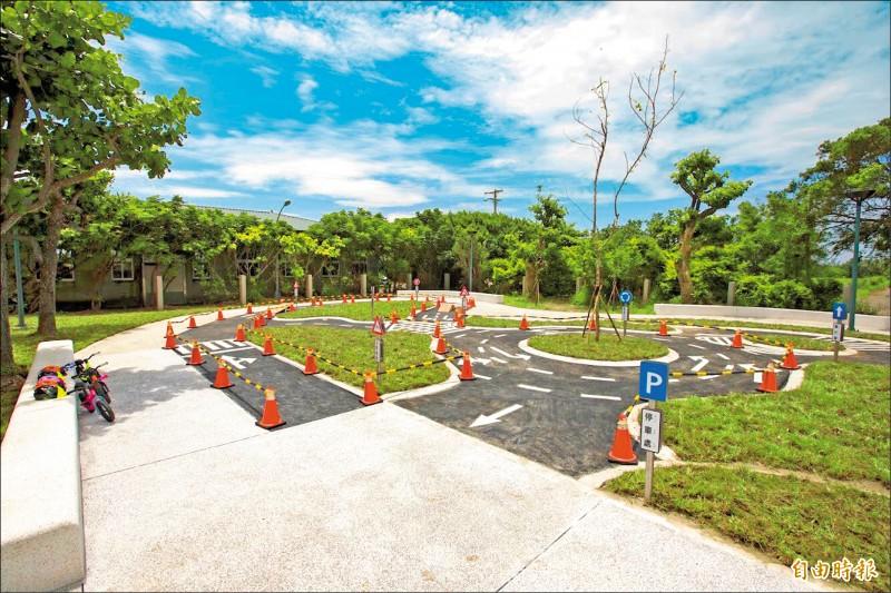 親子交通公園與push bike滑步車體驗區。(記者蔡彰盛攝)