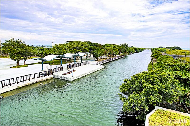 港南運河公園變身「水陸兩棲」親水樂園!竹市府成功爭取9千萬經費推動運河水質水量優化。(記者蔡彰盛攝)