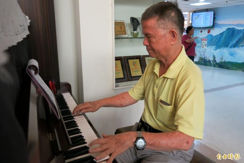 陳豐鎮中風3次 積極復健只為再當鋼琴志工