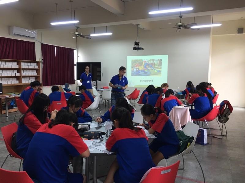 弘文中學舉辦英語暑期營隊,嘉惠潭子國中學生。(弘文中學提供)