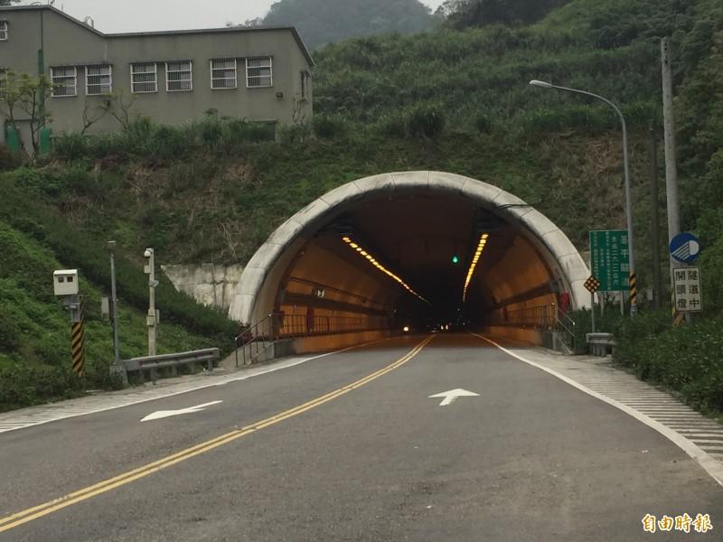 基平隧道長2.6公里,道路筆直,常有人在隧道內超速行駛。(記者盧賢秀攝)