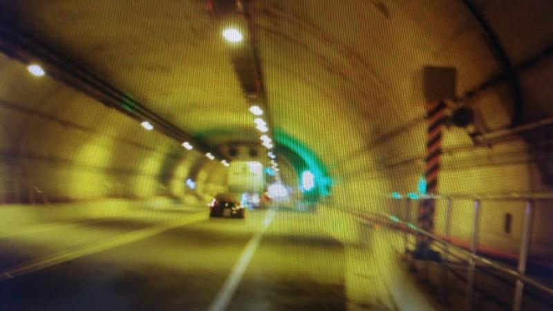 基平公路的測速照相桿拍攝到違規車輛。(記者吳昇儒翻攝)