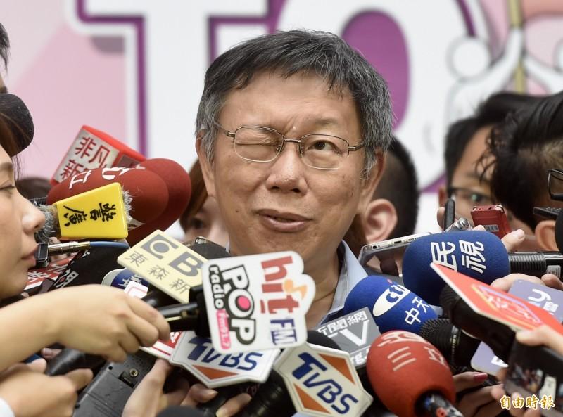 台北市長柯文哲26日出席108年自殺防治宣導大型記者會暨互動展示活動,會後接受媒體訪問。(記者簡榮豐攝)