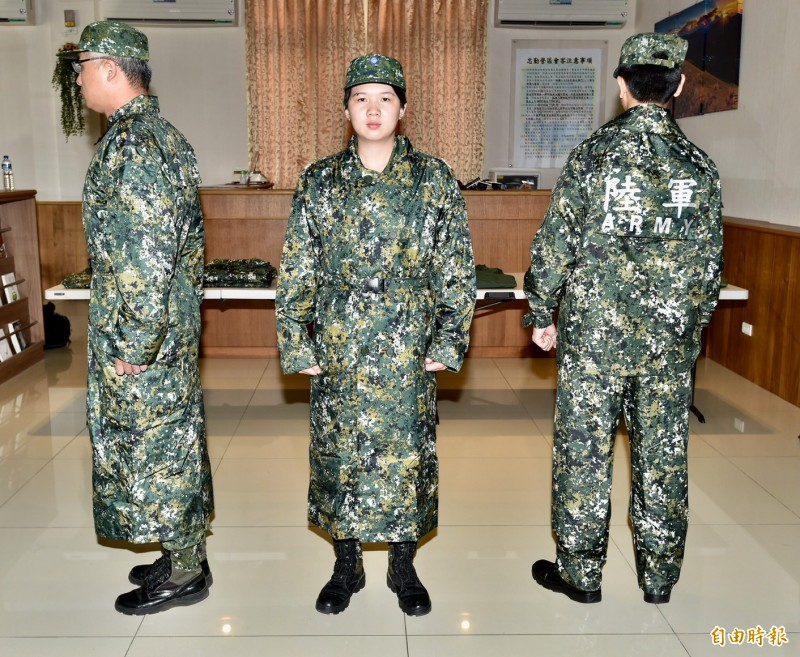 防水透氣升級 國軍數位迷彩雨衣還可變帳篷