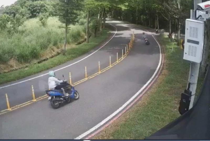 139線20K昨天傳出少年無照騎車衝山谷摔骨折。(記者湯世名翻攝)