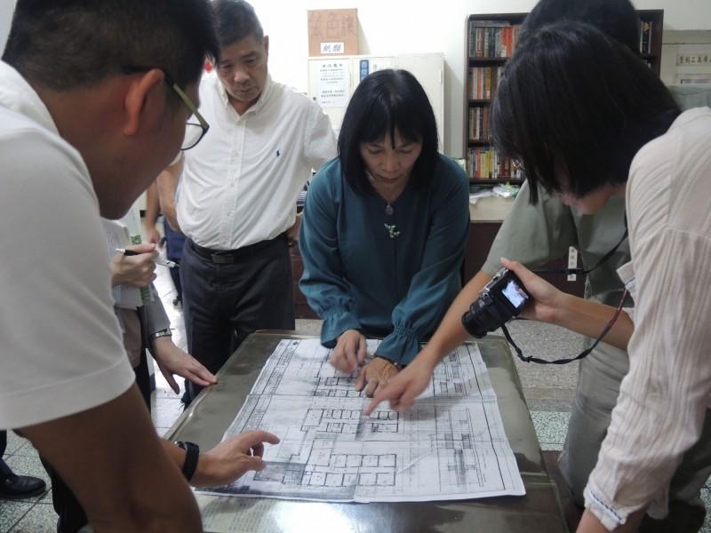 促轉會主委楊翠一行人日前到「矯正署台北看守所」進行現勘,確認1980年代關押政治犯的牢房「平三舍」所在位置。(促轉會提供)