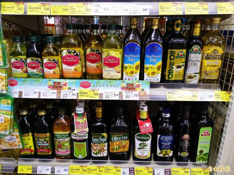 市面上有許多橄欖油產品。(記者吳亮儀攝)
