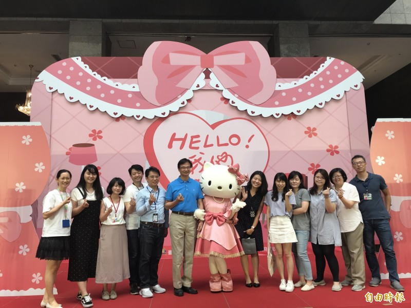 Hello Kitty主題聯合婚禮原本預計受理100個名額,但才推出6小時,報名人數就破百。(記者蔡思培攝)