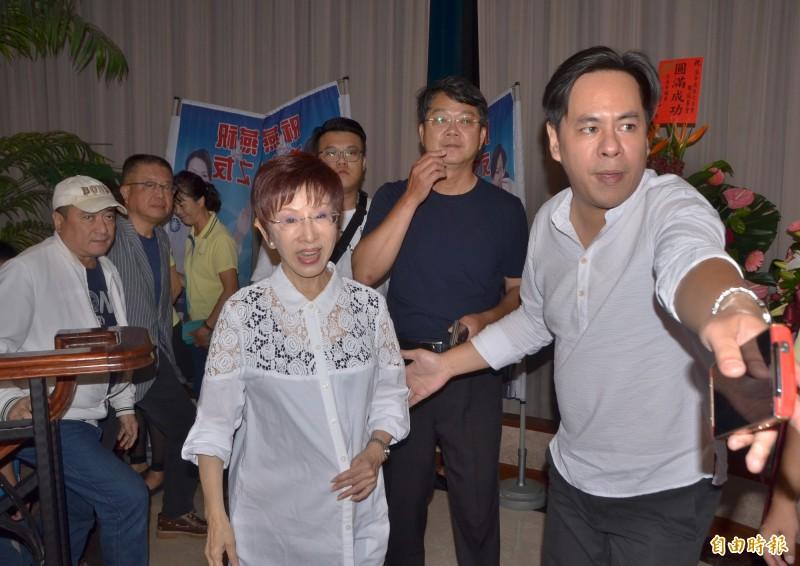 國民黨台南市黨部今天開會,建請黨中央提名洪秀柱(左一)代表國民黨參選台南市第6選區立委。(資料照)