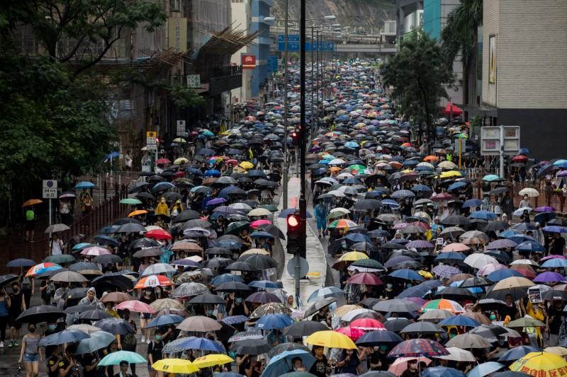香港反送中警民衝突不斷,大批民眾上街抗議。(彭博)