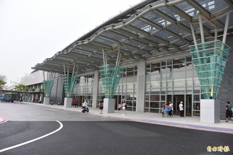 今年觀賞國慶煙火,屏東火車站是主要接駁路線。(記者葉永騫攝)