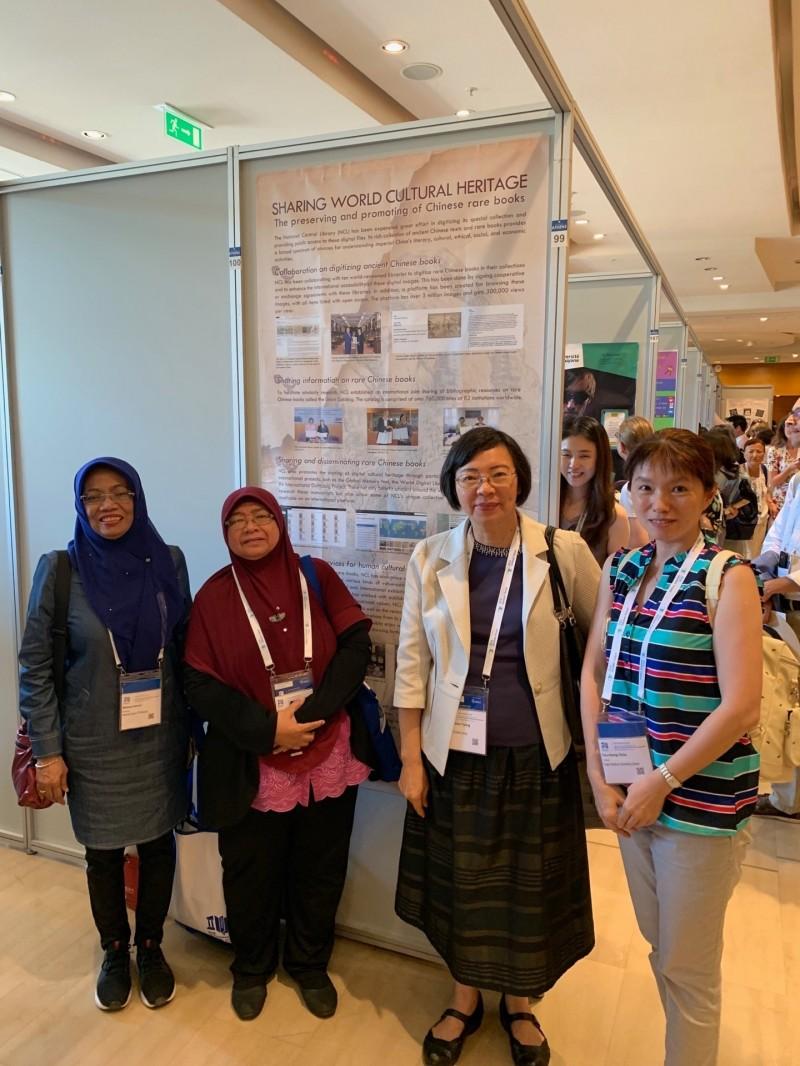 國際圖書館協會聯盟正在希臘雅典舉行大會,我國共有14件論文及海報發表,讓台灣被世界看見。(國圖提供)