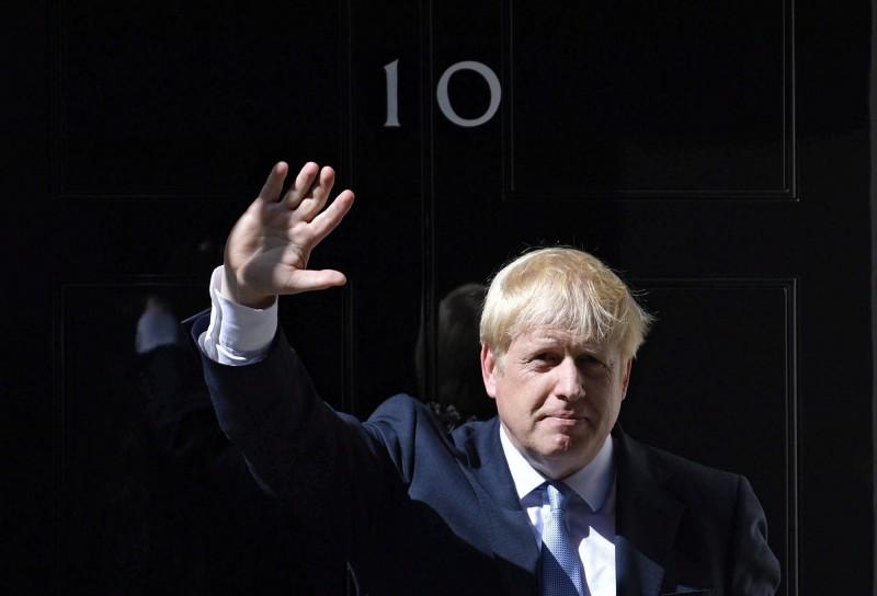 首相強森(Boris Johnson)今(28)日請求女王伊莉莎白二世暫停國會,直到距離脫歐期限前2週的10月14日才恢復開會。(歐新社)