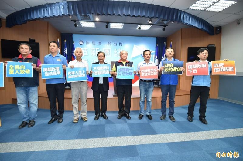 國民黨發起 「九三軍人節向軍人致敬活動」。(記者塗建榮攝)