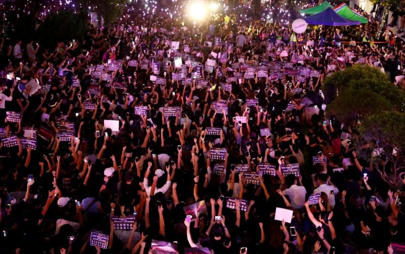 香港平等機會婦女聯席今(28)日於中環遮打花園發起「反送中#MeToo」集會。(路透)