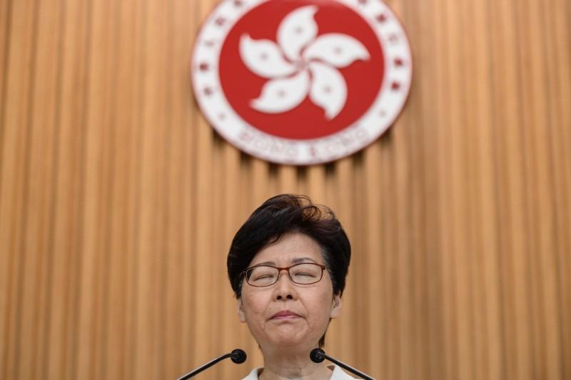 香港反送中運動未息,林鄭月娥24日提出建構對話平台的想法,遭外界質疑。(法新社)