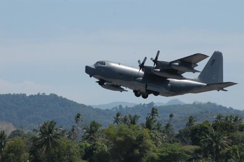 美國空軍編號「12-5763 singe11」的MC-130多功能飛機今被發現沿台海中線飛行。圖為同型機。(圖擷取自美國空軍)