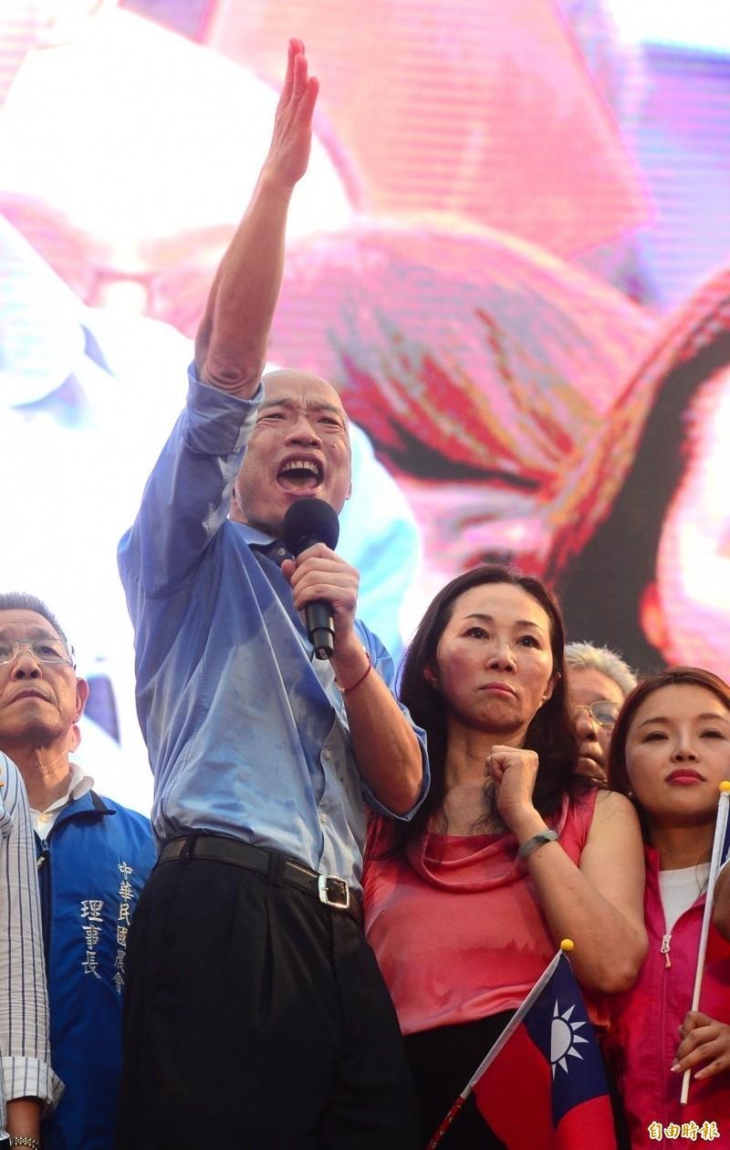 根據《ETtoday新聞雲》今日公布的民調顯示,若「郭柯王」結盟支持度為32.8%,略高於總統蔡英文的30%,高雄市長韓國瑜則是以28.1%墊底。(資料照)