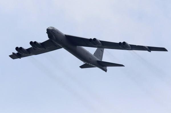B-52轟炸機今從從關島基地起飛,至南海空域執行任務。圖為同型機。(路透)
