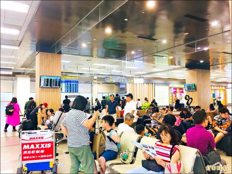 為吸引更多國際觀光客到花東旅遊,交通部預計10月起調降50%花東機場地勤費。(記者蕭玗欣攝)