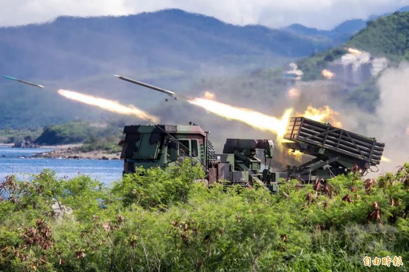 圖為軍方漢光演習期間實彈射擊。(資料照,軍聞社提供)。