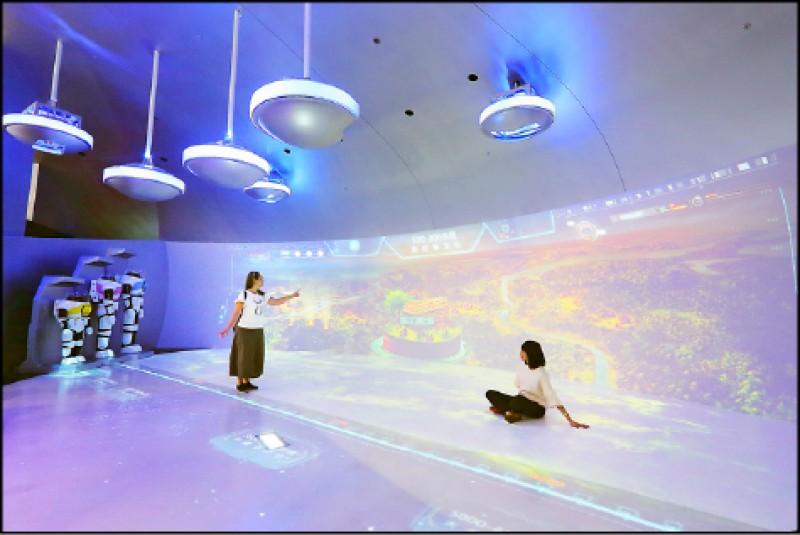 與大、小朋友一同搭上太空船,穿越台灣距今5,000年歷史!(記者李惠洲/攝影)
