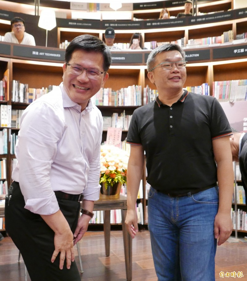蔡其昌舉辦簽書會,邀請林佳龍擔任特別來賓。(記者蔡淑媛攝)