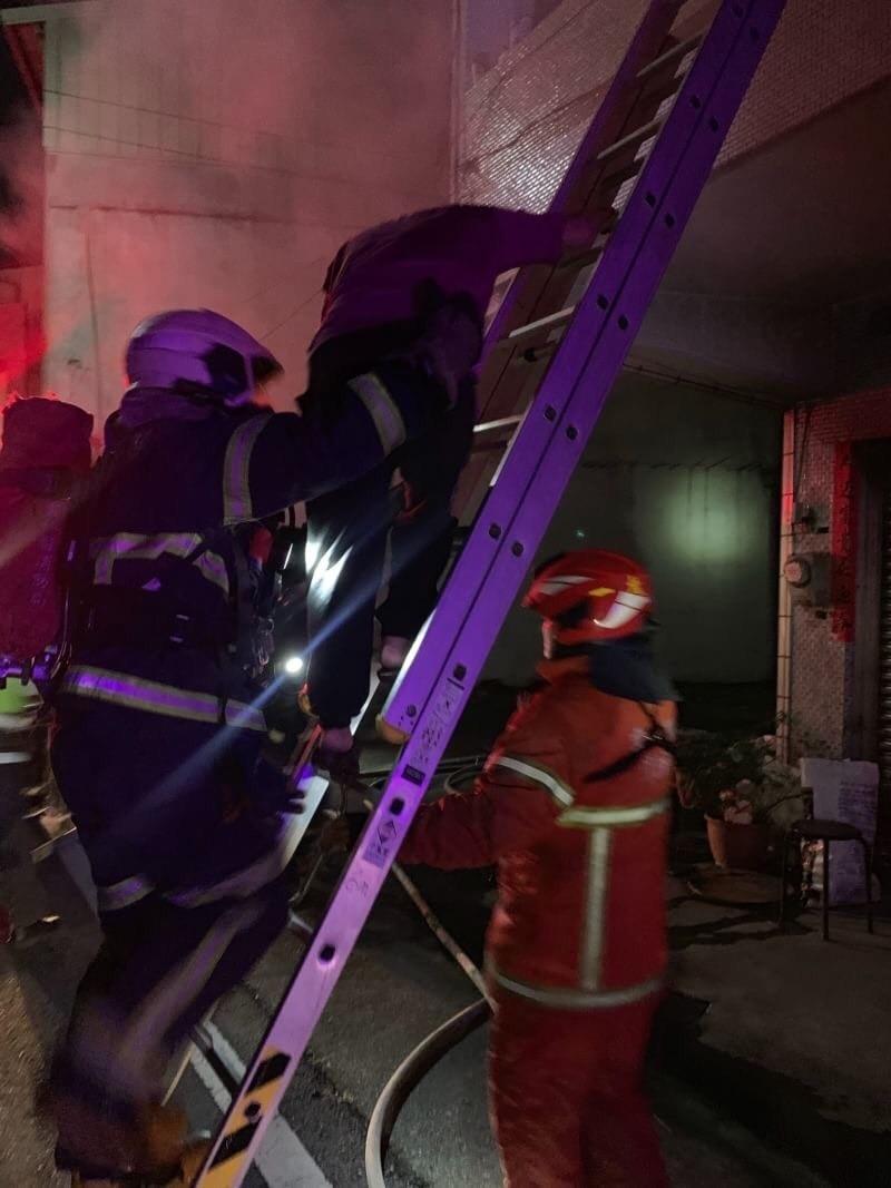 斗六市長和路民宅凌晨惡火,奪走一命。(記者詹士弘翻攝)