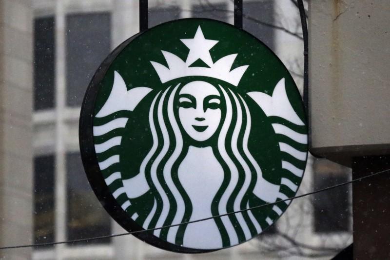 美國費城男子星巴克去買咖啡時,報了自己的伊斯蘭教名字阿齊茲(Aziz),咖啡師竟在杯上寫了恐怖組織伊斯蘭國的首字母縮寫──ISIS。(美聯社)