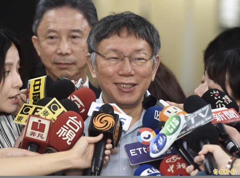 台北市長柯文哲2日在市府接受媒體聯訪。(記者簡榮豐攝)