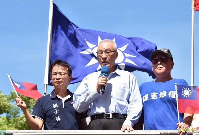 國民黨主席吳敦義早上再駁「換瑜」說,圖為他今天出席中國國民黨舉辦全國同步九三軍人節向軍人致敬活動。(記者塗建榮攝)