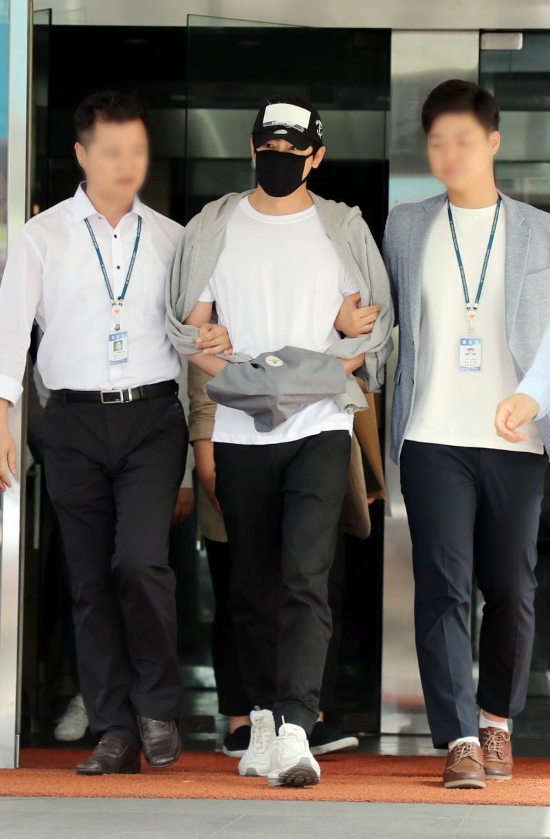 韓國姜至奐涉嫌強姦和性騷,全案昨(2日)首次開庭,姜至奐表示他認罪並真誠地表達後悔之意。(歐新社)