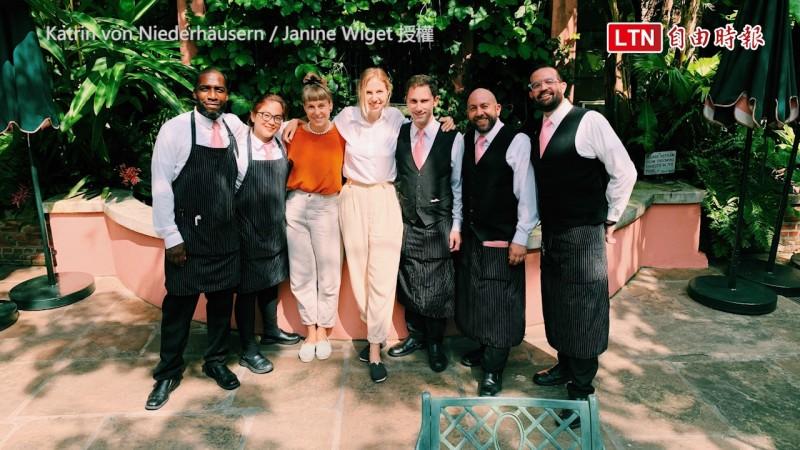 途中的餐廳都熱烈幫助他們。(Janine Wiget和Katrin von Niederhäusern授權)
